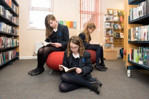 library with 3 Yr 7s